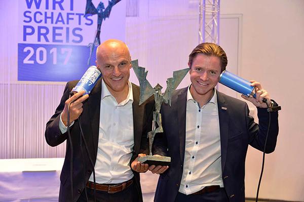 Geschäftsführer Kappacher bei der Preisverleihung zum Unternehmen des Jahres 2017 in Salzburg mit dem Preis