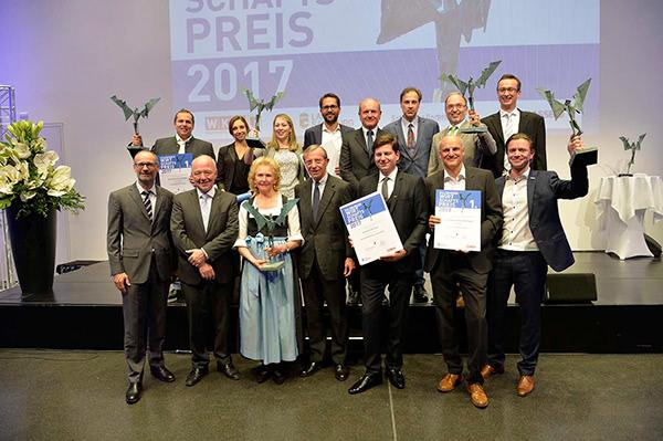 Kappacher bei der Preisverleihung zum Unternehmen des Jahres in Salzburg 2017 im Gruppenfoto